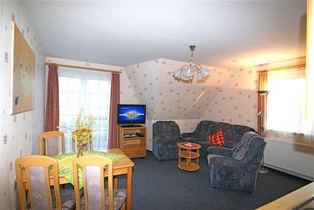 Wohnzimmer der großen Wohnung