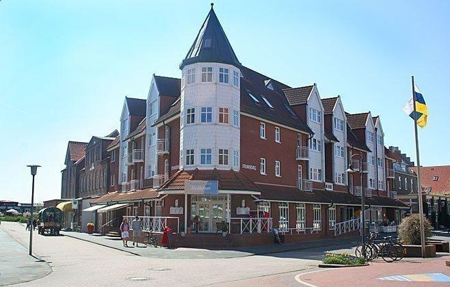 Die Ansicht der Strandburg mit dem schönen Turm