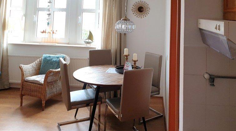 Ferienwohnung Juist - Wohnbereich mit Essplatz
