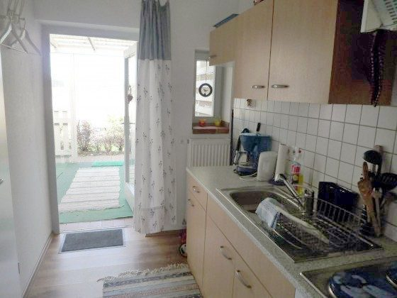 Küche mit Blick nach draußen_kleine Fewo