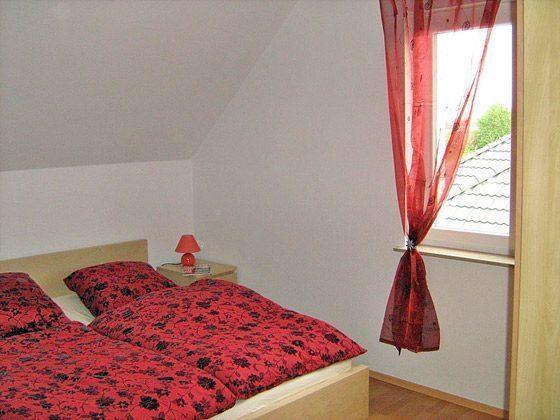 Der Schlafraum mit einem Doppelbett