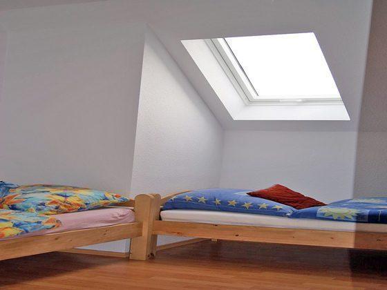 Der zweite Schlafraum mit zwei Einzelbetten.