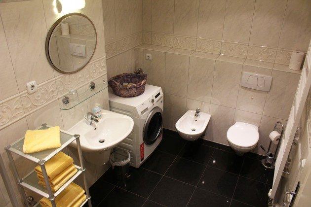 Waschmaschine mit Trockner, WC und Bidet