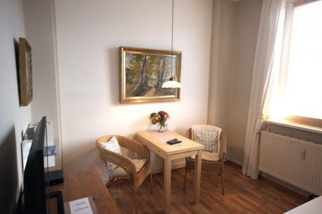 Warnemünde Ferienwohnung Muschelperle Schlafzimmer mit Essplatz Ref. 192129-3