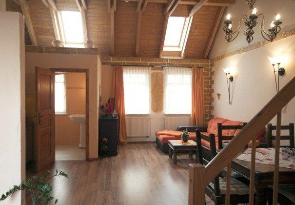 Warnemünde Ferienwohnung Sevilla Wohnbereich mit Treppe zur Schlafgalerie