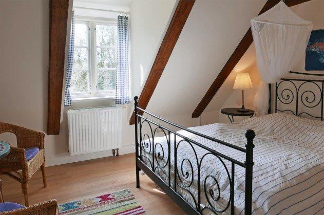Schlafzimmer 3 OG Ferienhaus Alte Schule Tetenbüll nahe St. Peter Ording Ref. 2610-1