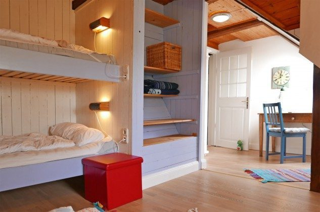 Schlafzimmer 4 OG  Ferienhaus Alte Schule Tetenbüll nahe St. Peter Ording Ref. 2610-1
