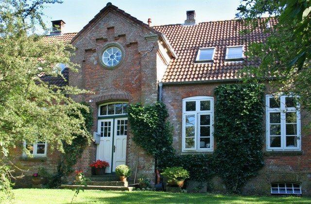 Haus Aussen Ferienhaus Alte Schule Tetenbüll nahe St. Peter Ording Ref. 2610-1