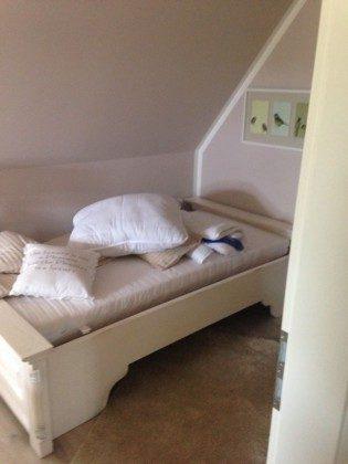 Schlafzimmer 2 Uferschwalbe Dünengras Ostsee Ferienwohnungen unter Reet Ref: 109908-5