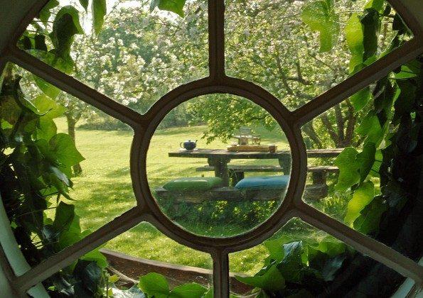 Refugium im Norden. Blick aus dem Gartenhaus