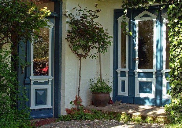 Refugium im Norden. Eingangstür zum Gartenhaus