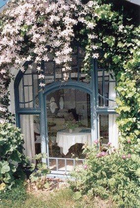 Refugium im Norden. Jugendstilfenster im Gartenhaus