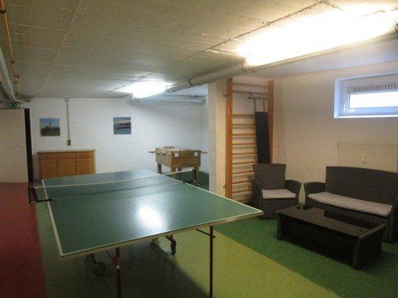 Freizeitraum mit Tischtennisplatte und Kicker