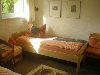 Einzelbett im unteren Schlafzimmer