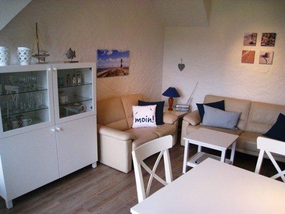 F3 Heller Wohnraum mit Balkon ...