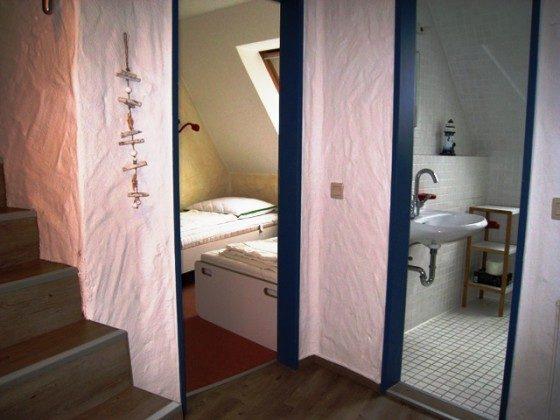 Schlafzimme, Duschbad und Treppe ins Dachgeschoss