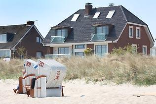 Blick zum Haus vom Strand