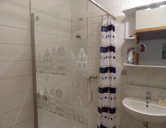 Die fast ebenerdige Dusche