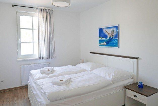 """Schlafzimmer Ferienwohnung """"Mönchgut"""" im Aparthotel Inselparadies Ref: 185518-12"""