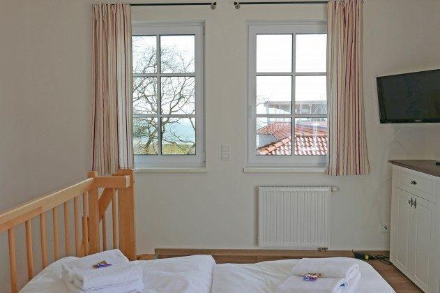 Blick durch das Fenster oben Ferienwohnung Baabe Leuchtturm Turmzimmer