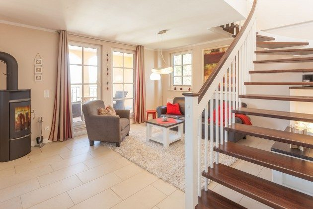 Wohnzimmer mit Treppe nach oben Rügen Baabe Penthouse Ref. 136611