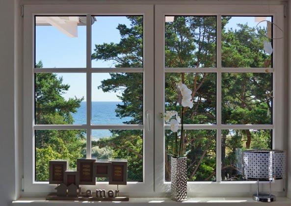 Blick aus dem Fenster auf das Meer