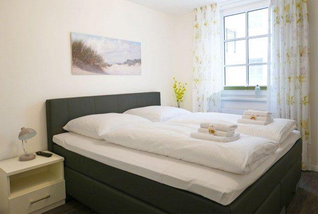 Schlafzimmer Meeresblick Ferienwohnung 02 Sonnensegel Ref: 194234-2