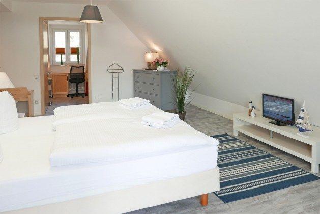 Schlafzimmer 1  Ferienwohnung Ostseeblick Strandstraße Ref. 200906-1