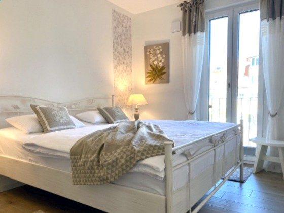 Elegantes romantisches Schlafzimmer mit Doppelbett 180 x 200 cm