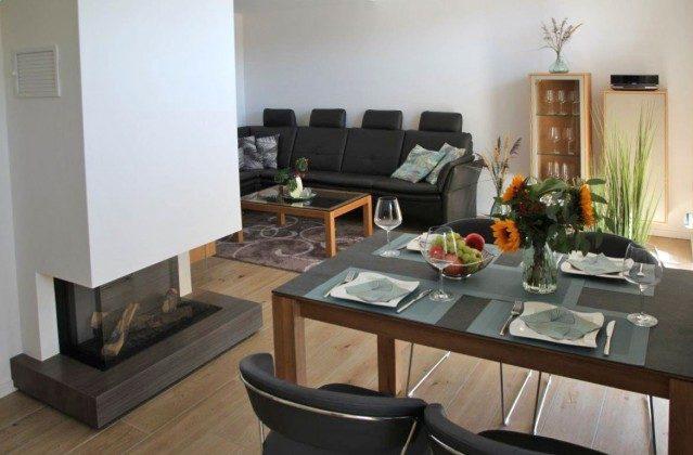 Blick zum Wohnbereich und Kamin Baabe Ferienwohnung 40 Himmelsnest Ref. 213701 Villa Strandläufer