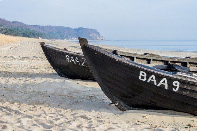 """Fischerboote am Strand Ferienwohnung 39 """"Sonne und Meer"""" Ref. 215506 im Villen-Ensemble Baabe"""