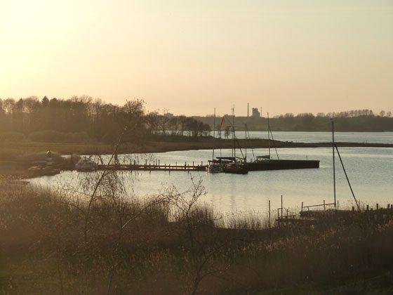 Kleiner Hafen in der Nähe an der Schlei