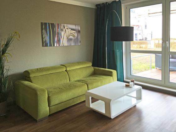 """Apartment """"KlarSchiff"""" Ref. 177870 - Wohnbereich mit Durchgang zum Aussenbereich"""