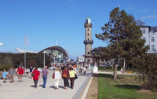 Promenade mit Leuchtturm Warnemuende Ferienwohnung am alten Strom 2098