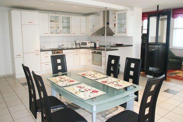 Warnemünde - Ferienwohnung am unteren Strom - Küche und Essbereich - Ref. 62295-1