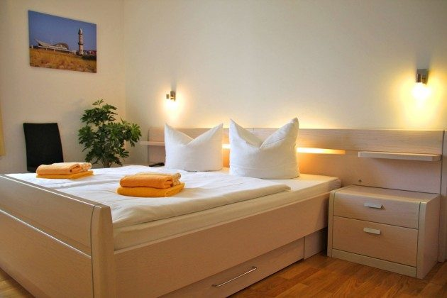 Warnemünde - Residenz im Kurpark - Ferienwohnung Haska - Doppelbettschlafzimmer - Ref. 66225  - 1