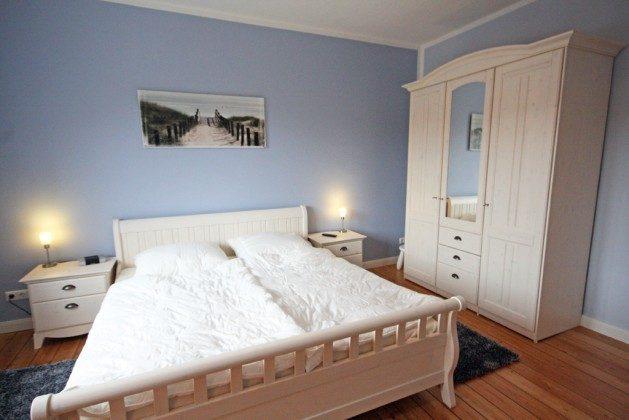 """Schlafzimmer Warnemünde Ferienwohnung """"Fischer´s Hus"""" Ref: 101391-1"""