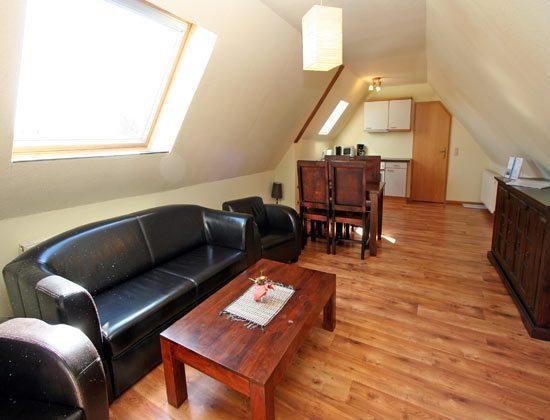Ferienwohnung Warnemünde Wohnraum mit Küchenzeile