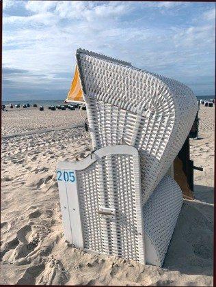 Eigener Strandkorb am Strand saisonbedingt