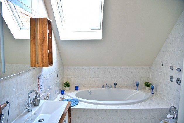 Bad mit Dusche und Badewanne Warnemünde Ferienwohnung Ref. 2941-3