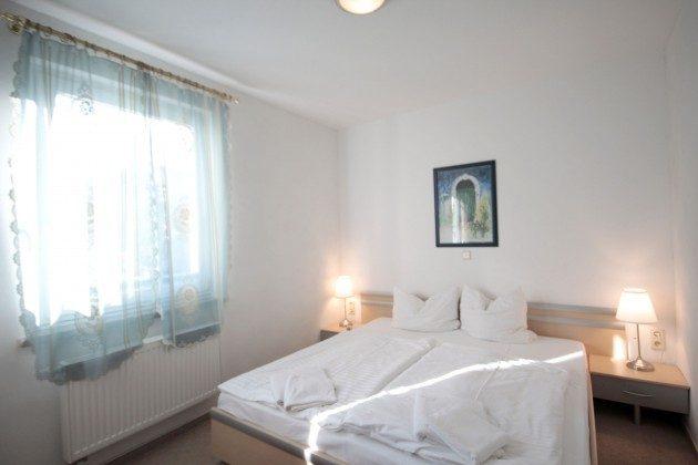 Warnemünde Ferienwohnungen mit Stil rechts Schlafzimmer