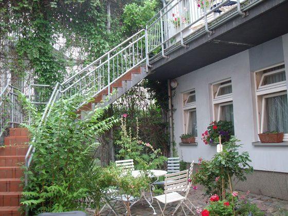 Ferienwohnungen Villa Winkler Innenhof 58843-23