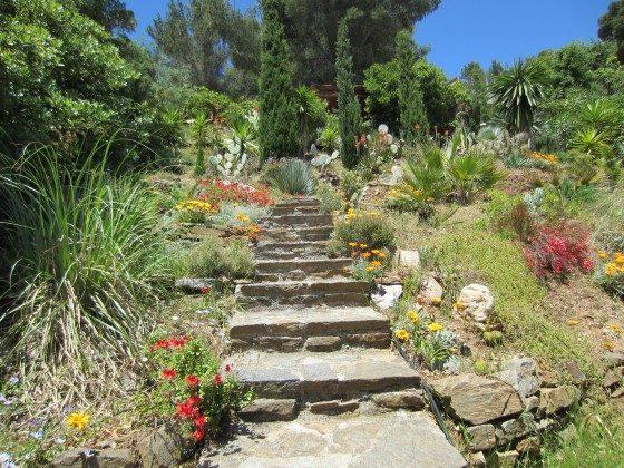 Treppe zu den Bungalows