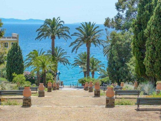 Treppenzugang zum Strand von Le Rayol Canadel