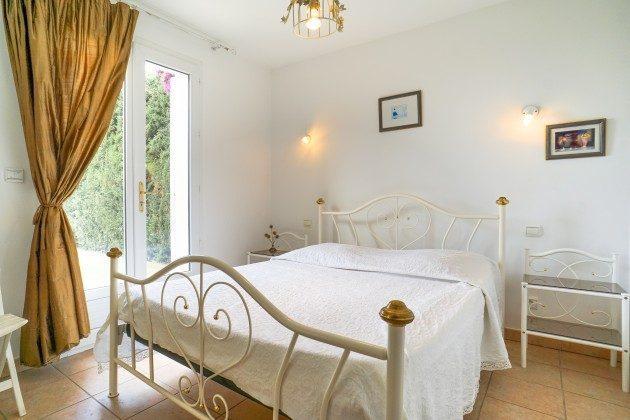 Schlafzimmer im EG im Ferienhaus in Les Issambres