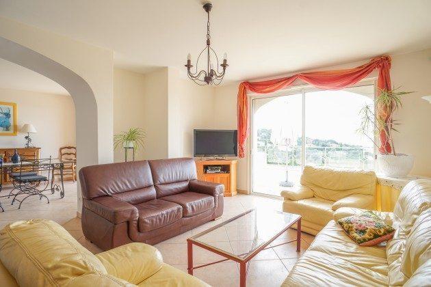 Wohnbereich mit Meerblick im Ferienhaus in Les Issambres