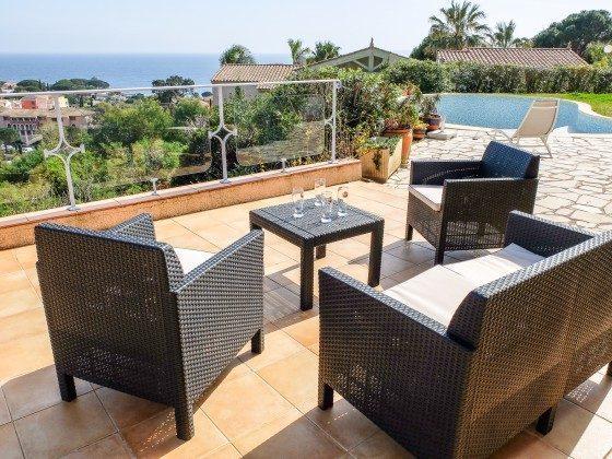 Sitzecke auf der Terrasse des Ferienhauses in Les Issambres