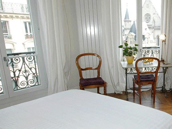 Schlafzimmer Doppelbett Ferienwohnung Paris 67038-7