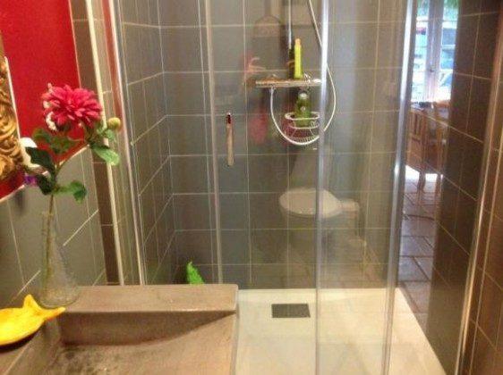 Neue moderne Dusche im Appartment