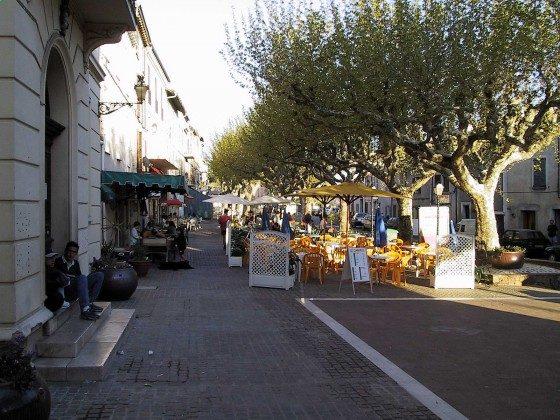 Place de Mairie mit seinen Restaurants